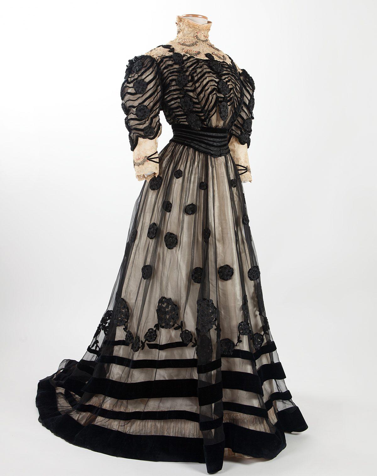 Abiti Da Sera 1900.Outfit 900 In Mostra A Milano Gli Abiti Che Hanno Fatto La