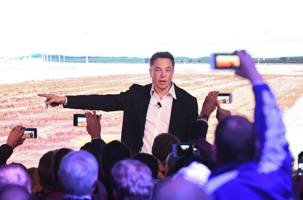 af191588f68 Elon Musk presenta la nuova batteria Tesla ad Adelaide, Australia,  settembre 2017.