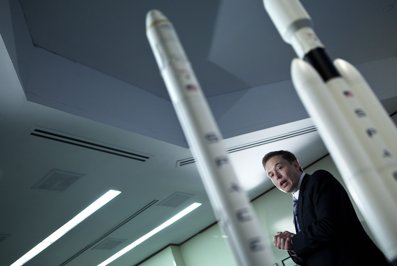 SpaceX lancerà i suoi primi 60 satelliti Starlink per fornire internet dallo spazio
