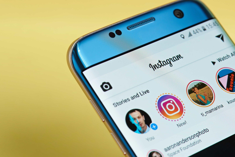 Viaggi gratis se cancelli i post su Instagram