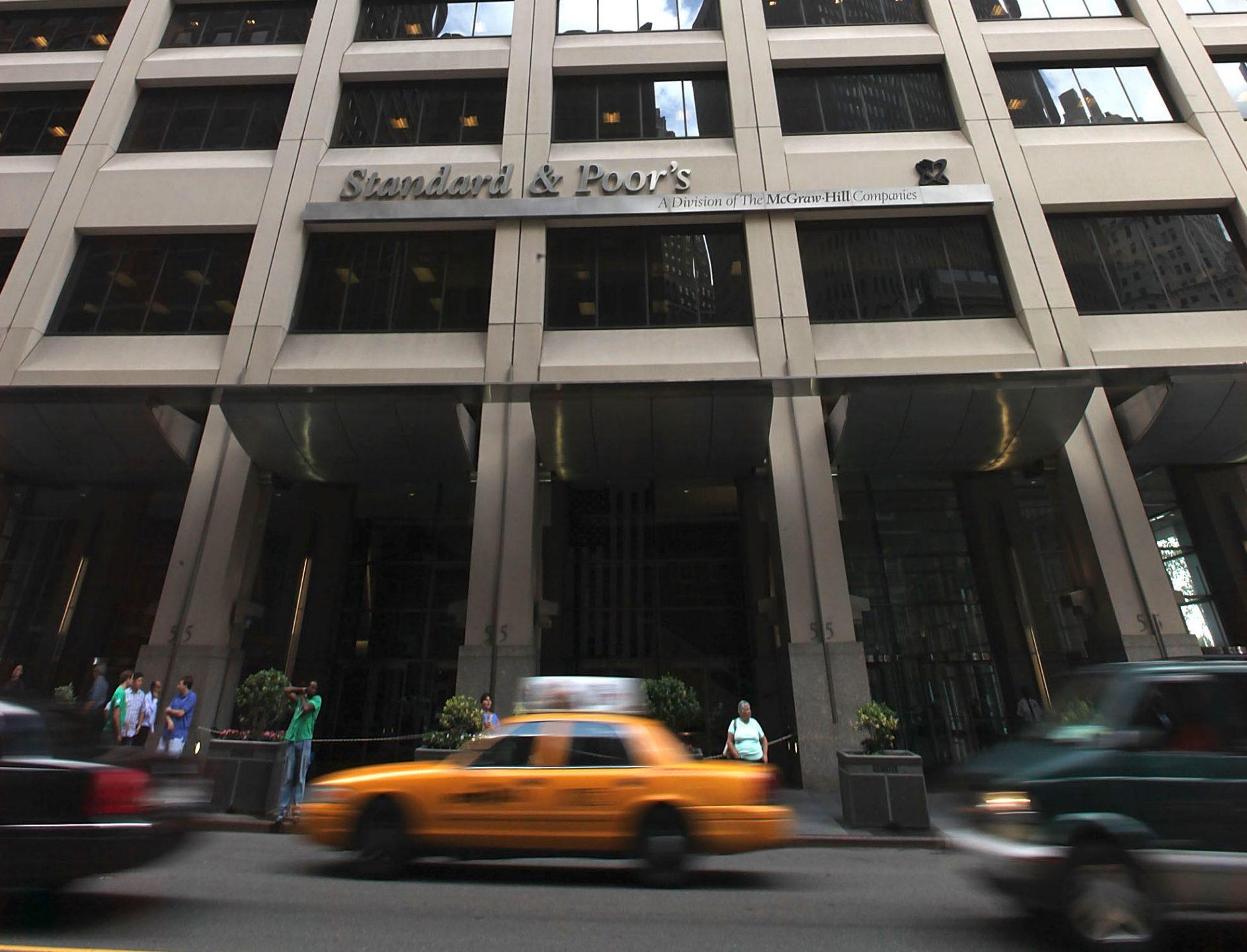 La sede di Standard & Poor's a New York, attesa per il giudizio sul rating italia