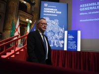 Carlo Bonomi sul palco dell'assemblea di Assolombarda