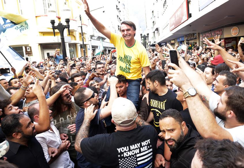 bolsonaro tra la folla
