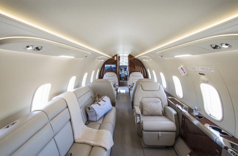Interno del jet privato NetJets società di Warren Buffett