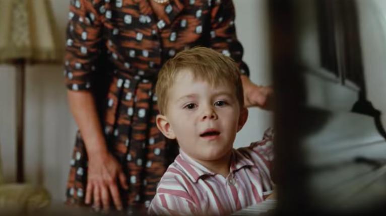 bambino nello spot con Elton John