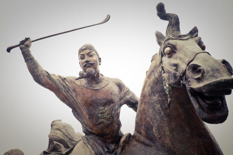 imperatore cinese a cavallo