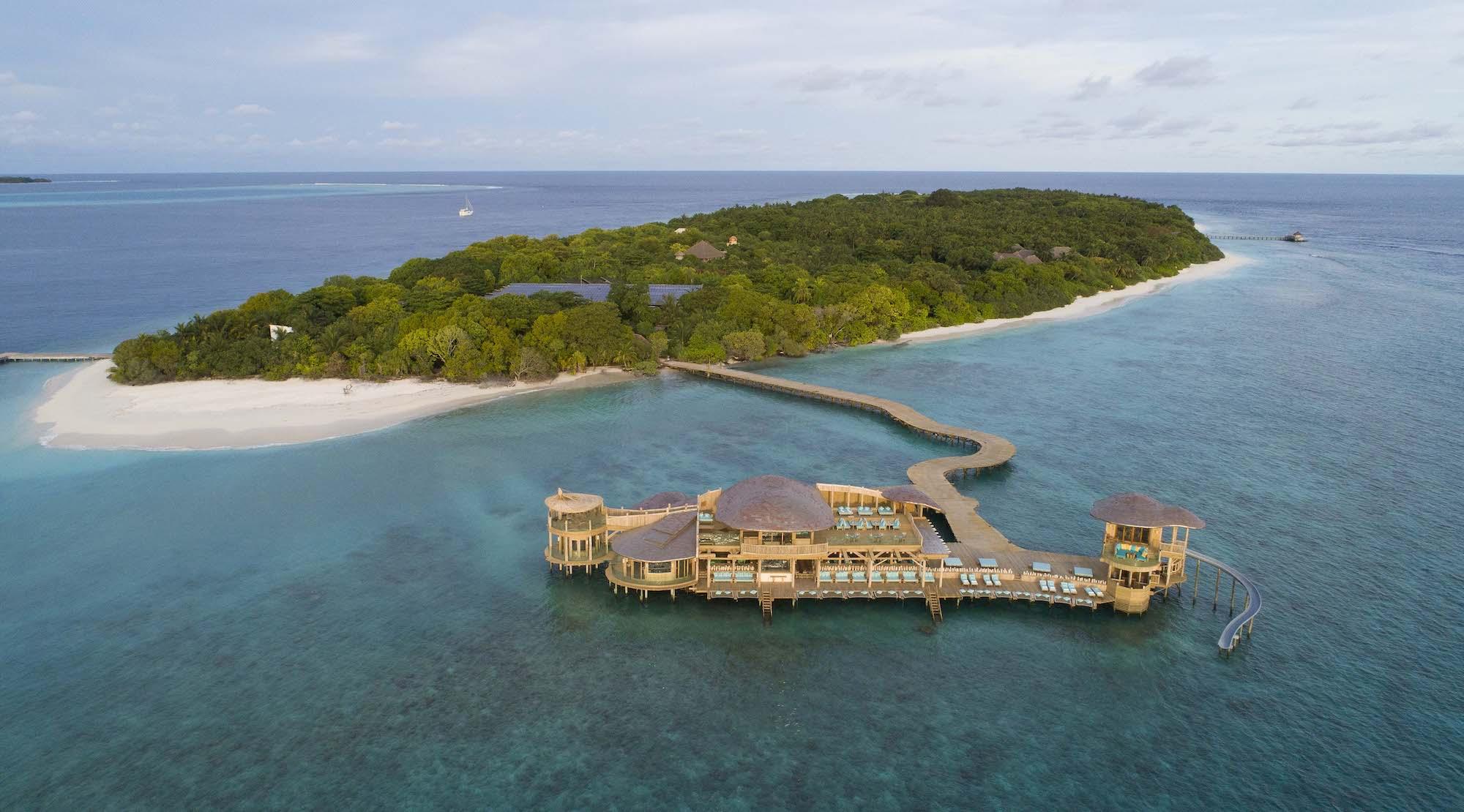 Un resort in un'isola delle Maldive