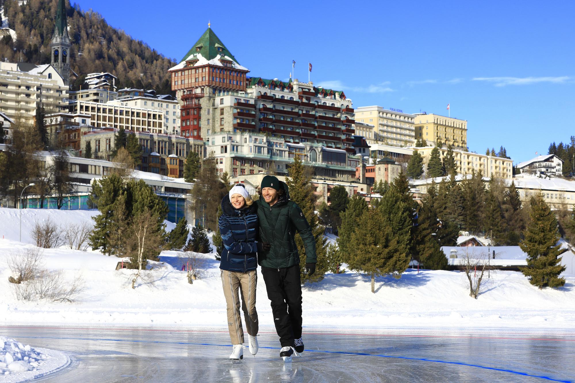 Pattinare sul ghiaccio in montagna