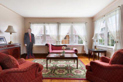 divani rosso tappeto finestre