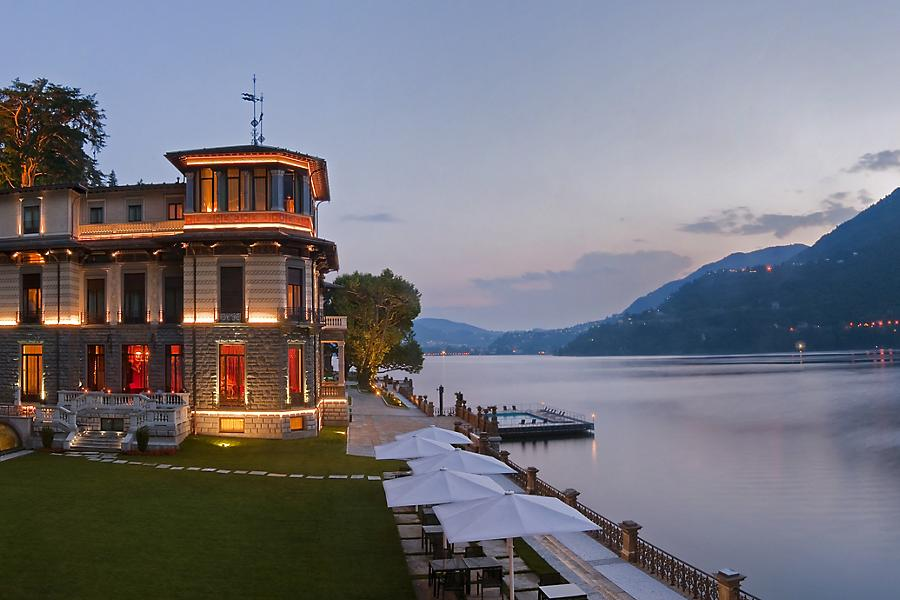 lago hotel luci cielo