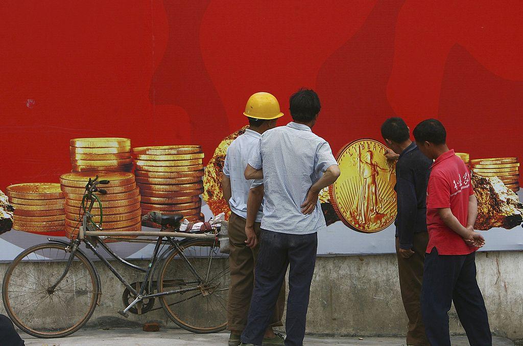 lavoratori di fronte ai soldi