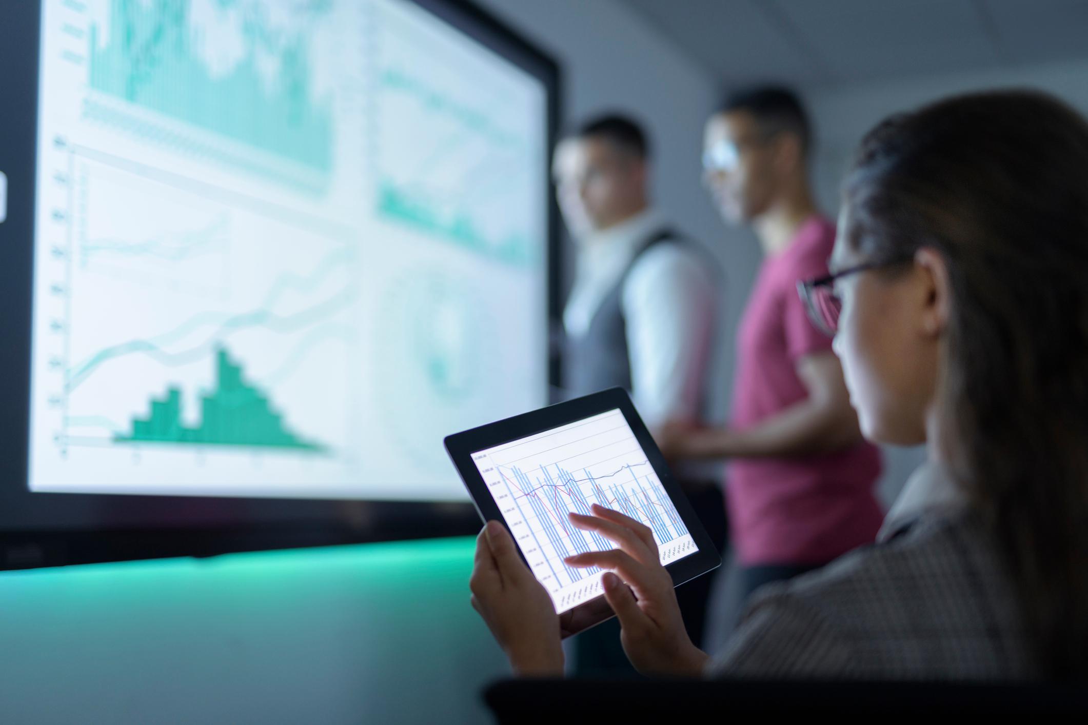 studiosi monitorano dati