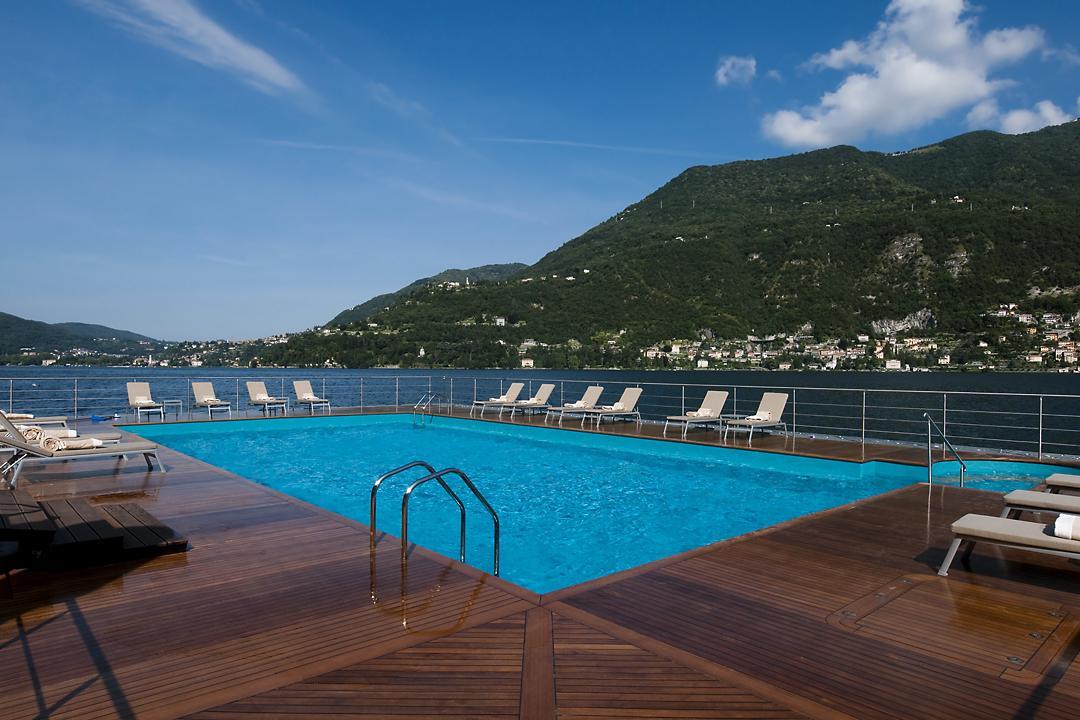 piscina verde cielo