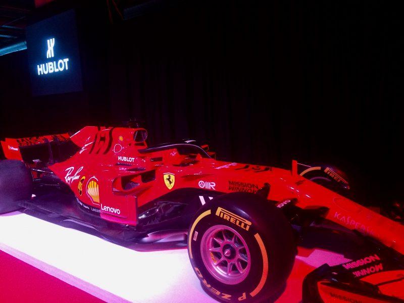 macchina rosso
