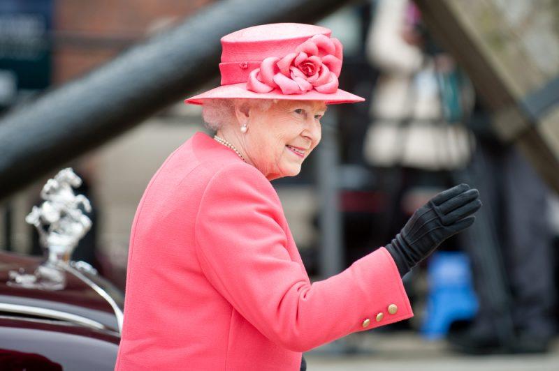 fucsia cappello fiori regina