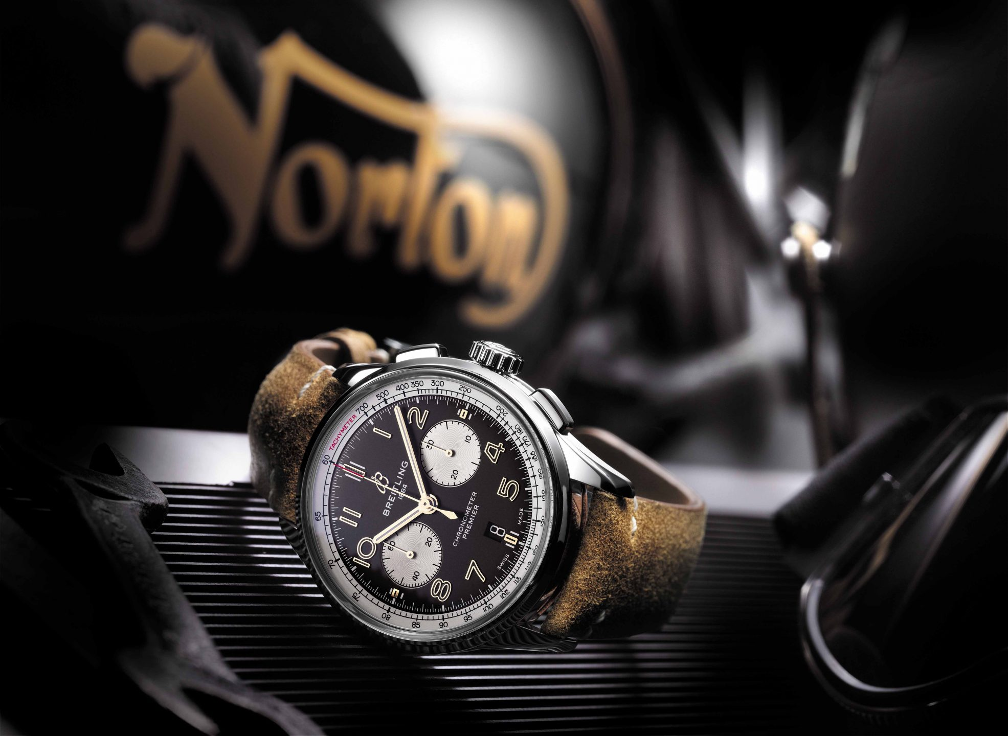Orologio di lusso: Premier B01 Chronograph 42 Norton Edition with a brown vintage raw-leather strap and pin buckle