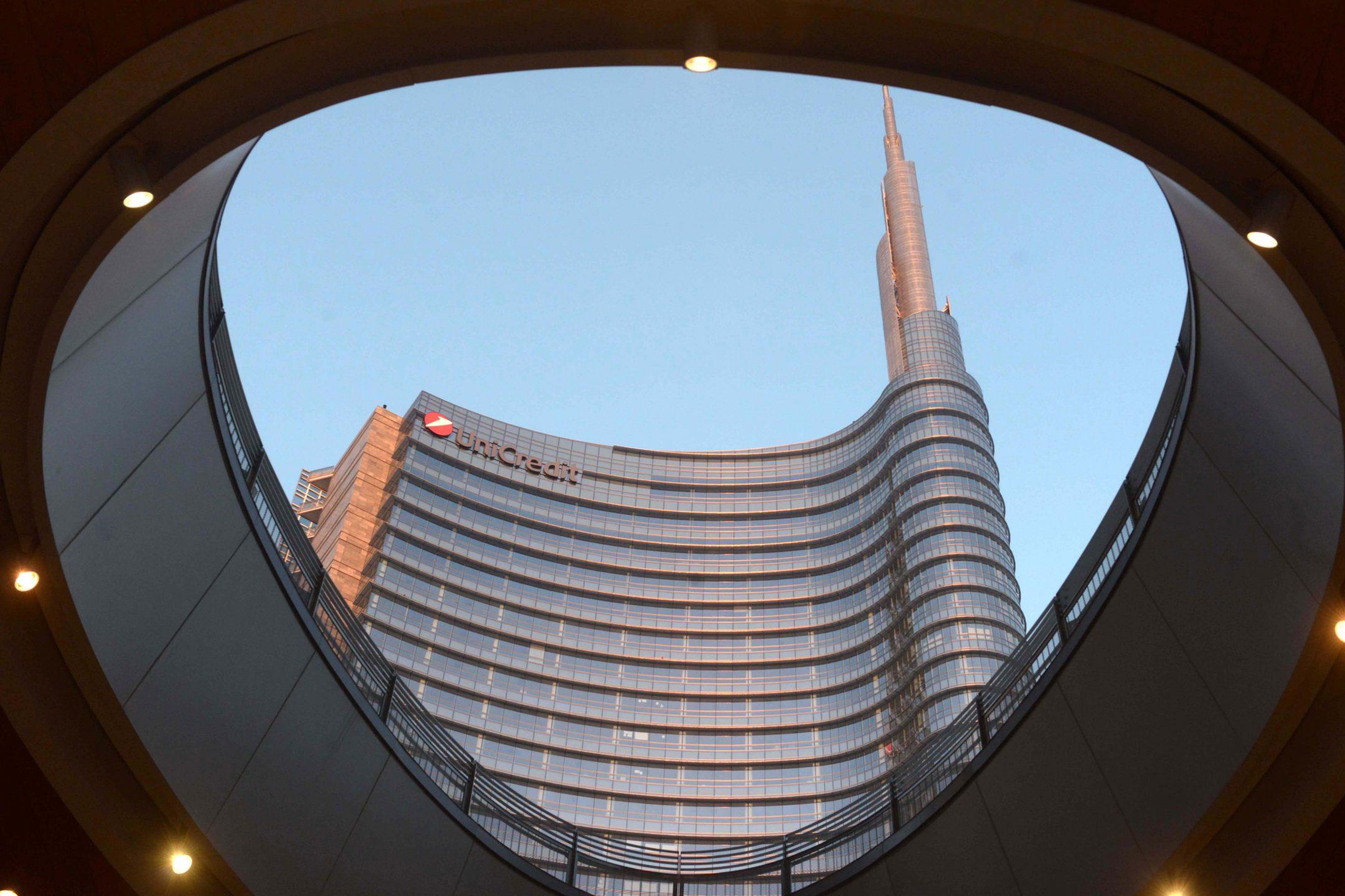 La sede di Unicredit a Milano
