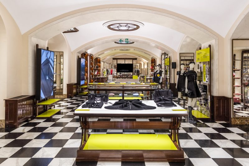 negozio giallo bianco e nero