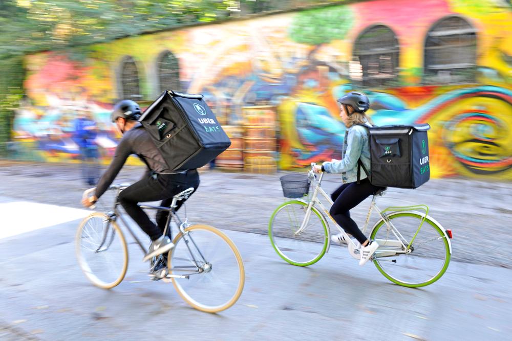 fattorini di food delivery in bicicletta