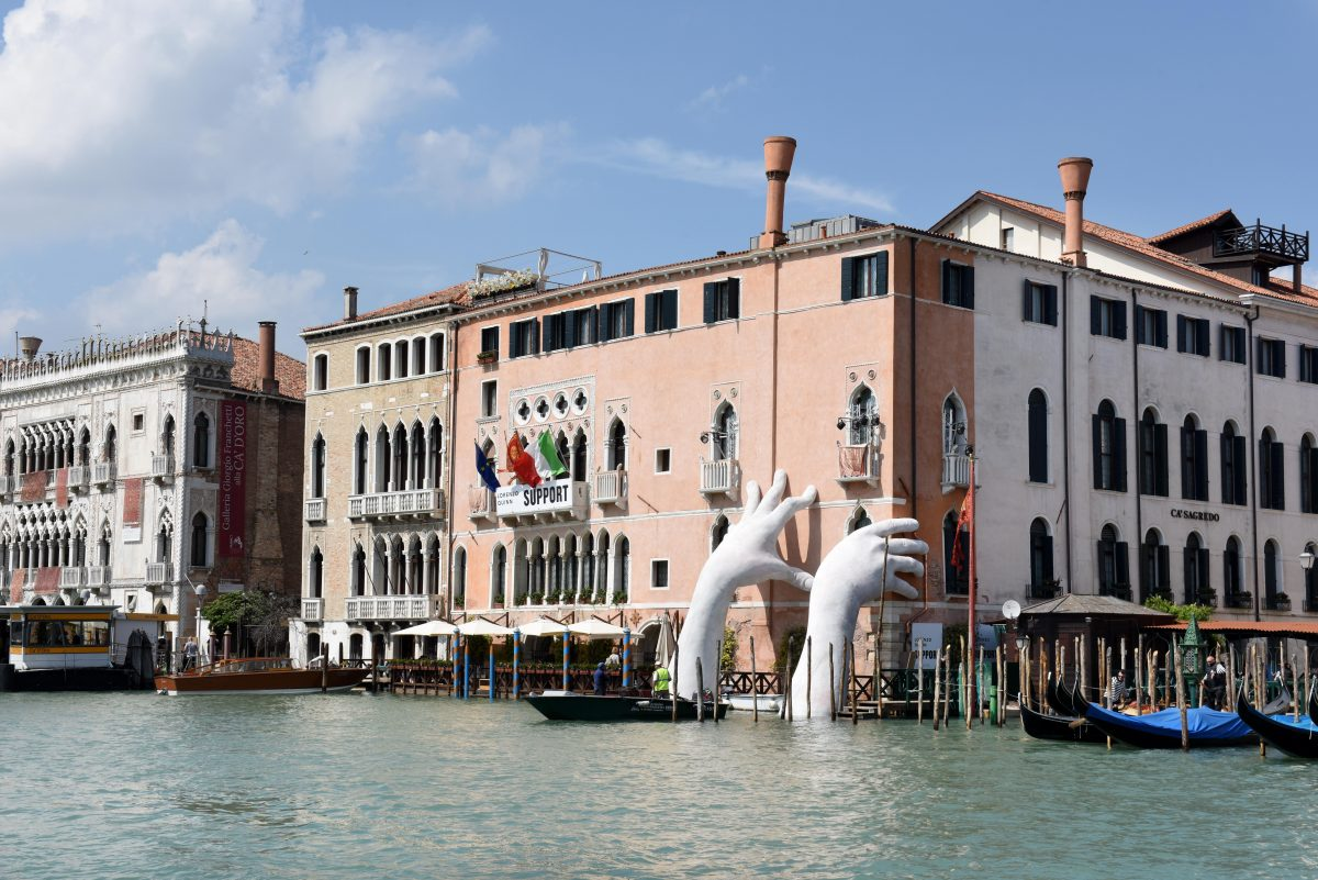 mani venezia edificio