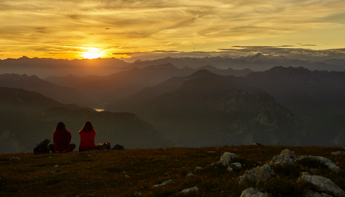 tramonto sole montagne