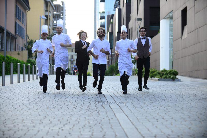 Il team del ristorante Tre Cristi corre in strada