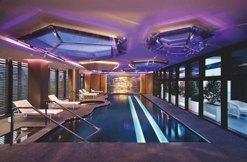 la piscina della spa Shiseido