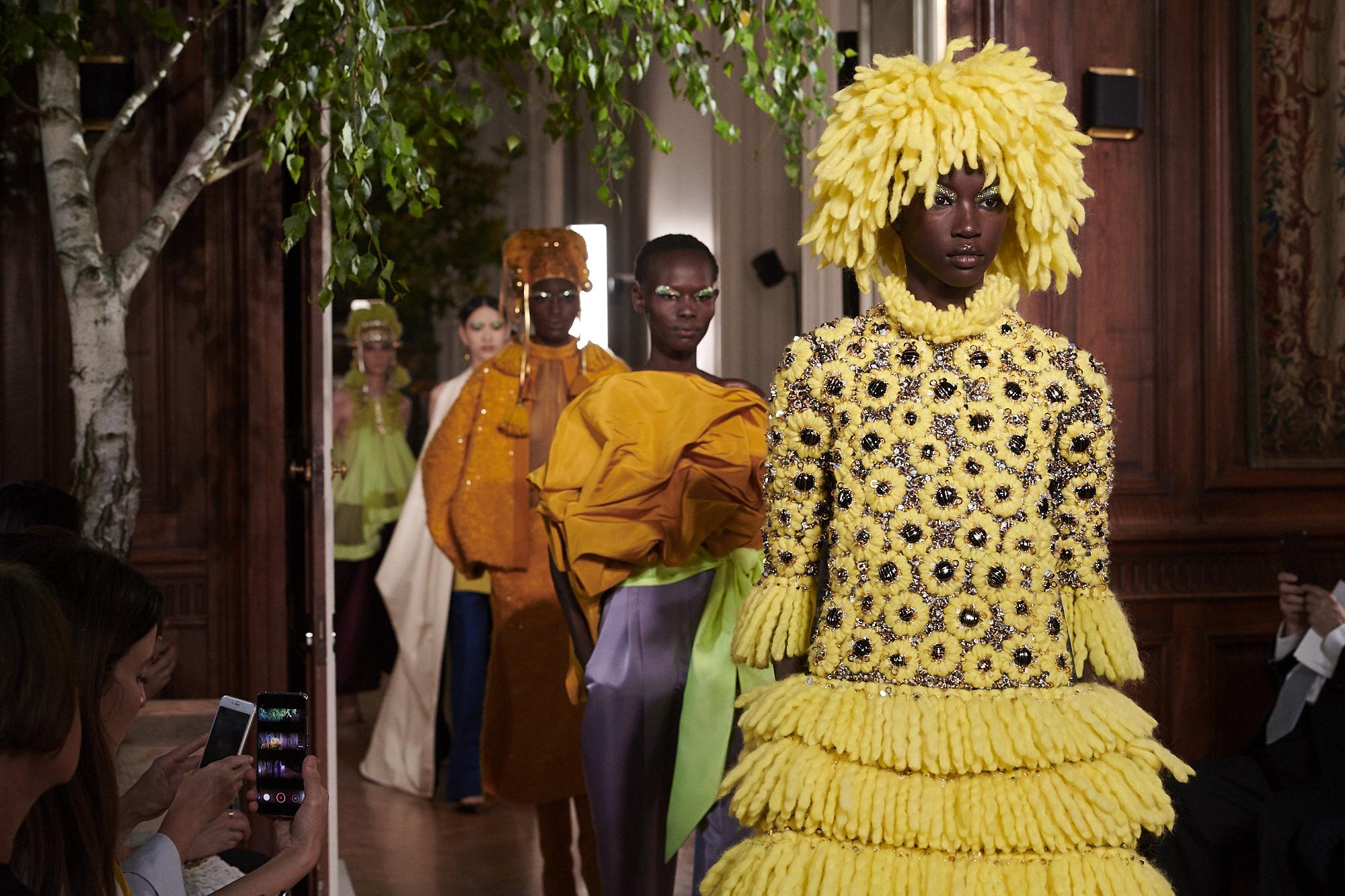 vestiti giallo