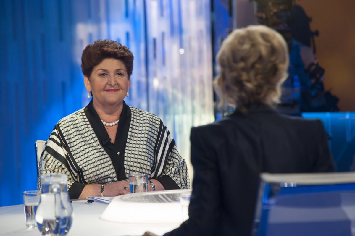 il ministro teresa bellanova in tv
