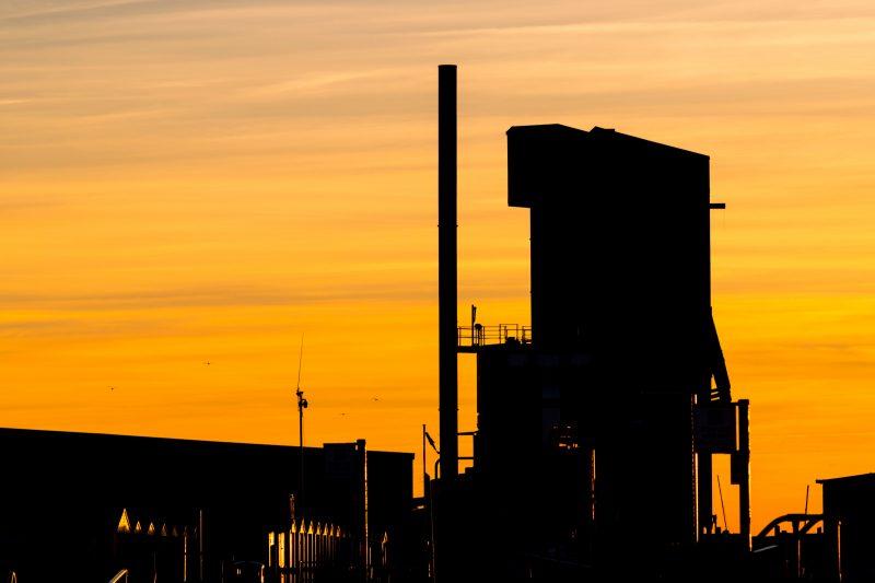Gas Refinery (Unsplash)