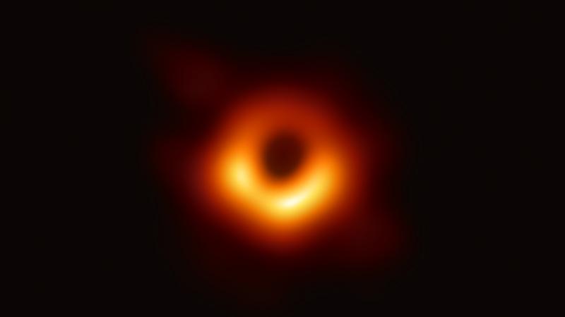 Scoperta scientifica più importante del 2019: foto del buco nero