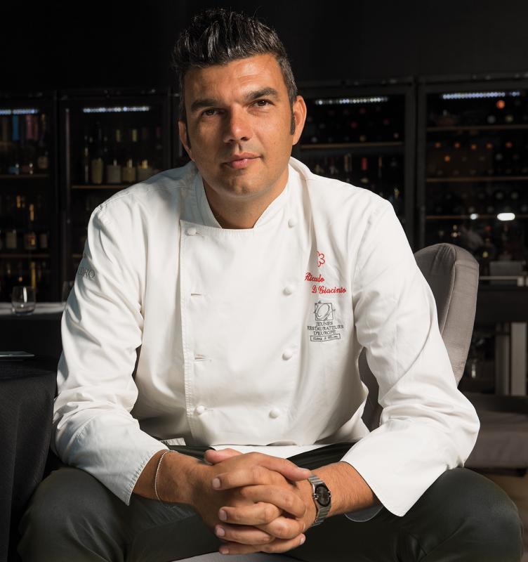 chef Riccardo di Giacinto del ristorante stellato All'Oro
