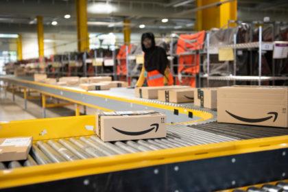 Magazzino Amazino, il colosso e-commerce di Jeff Bezos