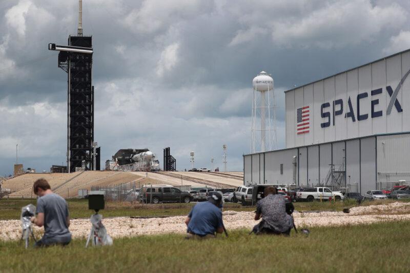 SpaceX ci riprova: la timeline del lancio di questa sera