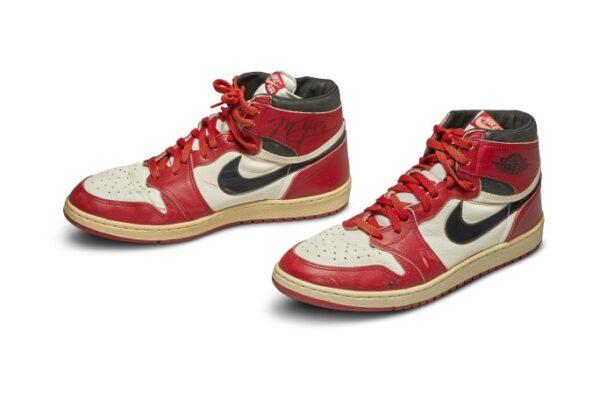 Le Nike di Michael Jordan vendute per la cifra record di 560mila dollari da Sotheby's