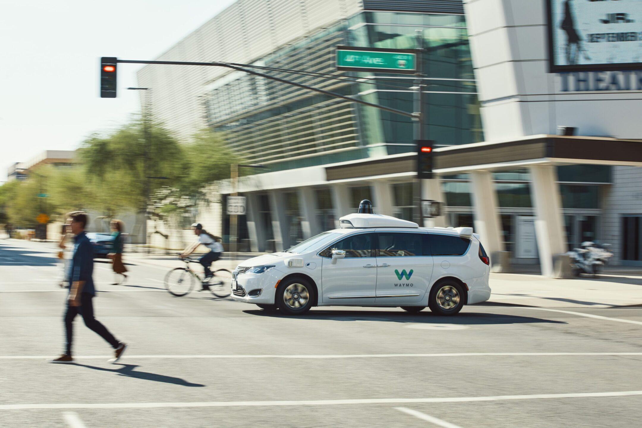 Auto a guida autonoma - FCA Waymo Chrysler Pacifica 2