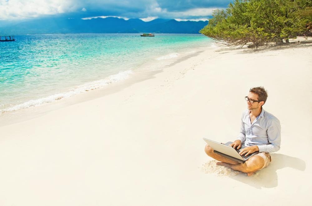 Smart working da una spiaggia tropicale