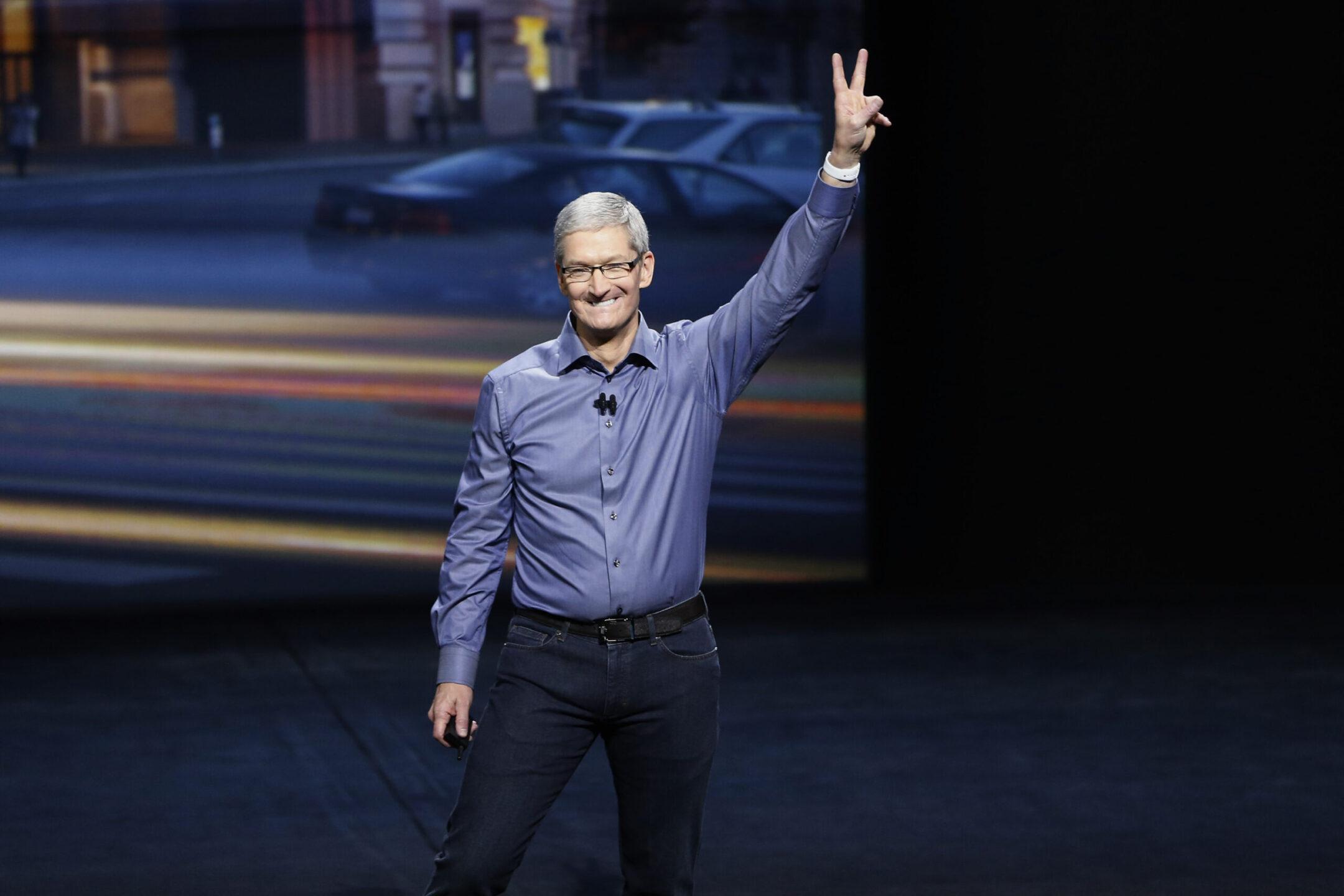 Tim Cook ceo Apple, le trimestrali delle big tech (Microsoft, Google e Apple)