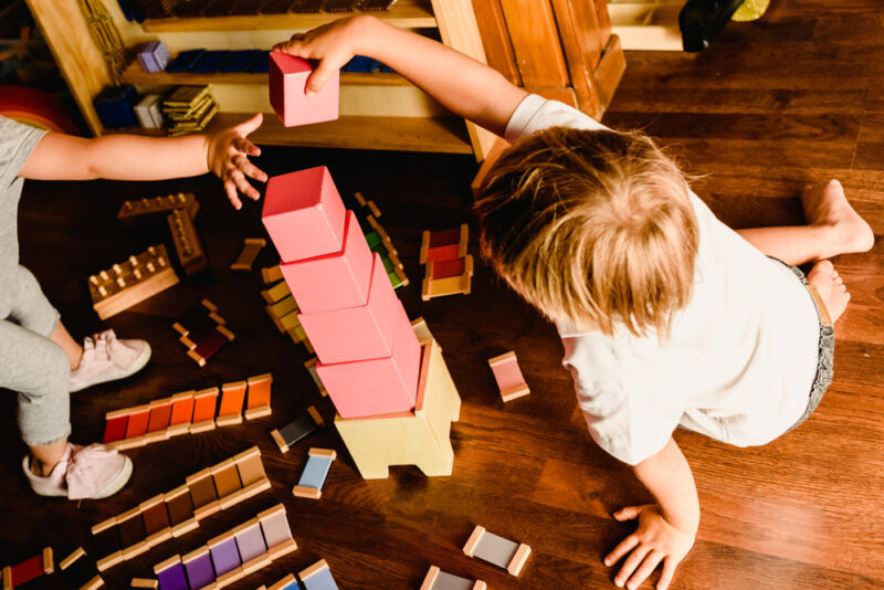 Metodo Montessori: torre rosa