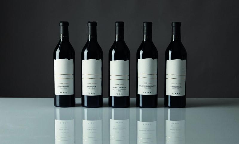 Vini italiani:  bottiglie di vino Piera 1899