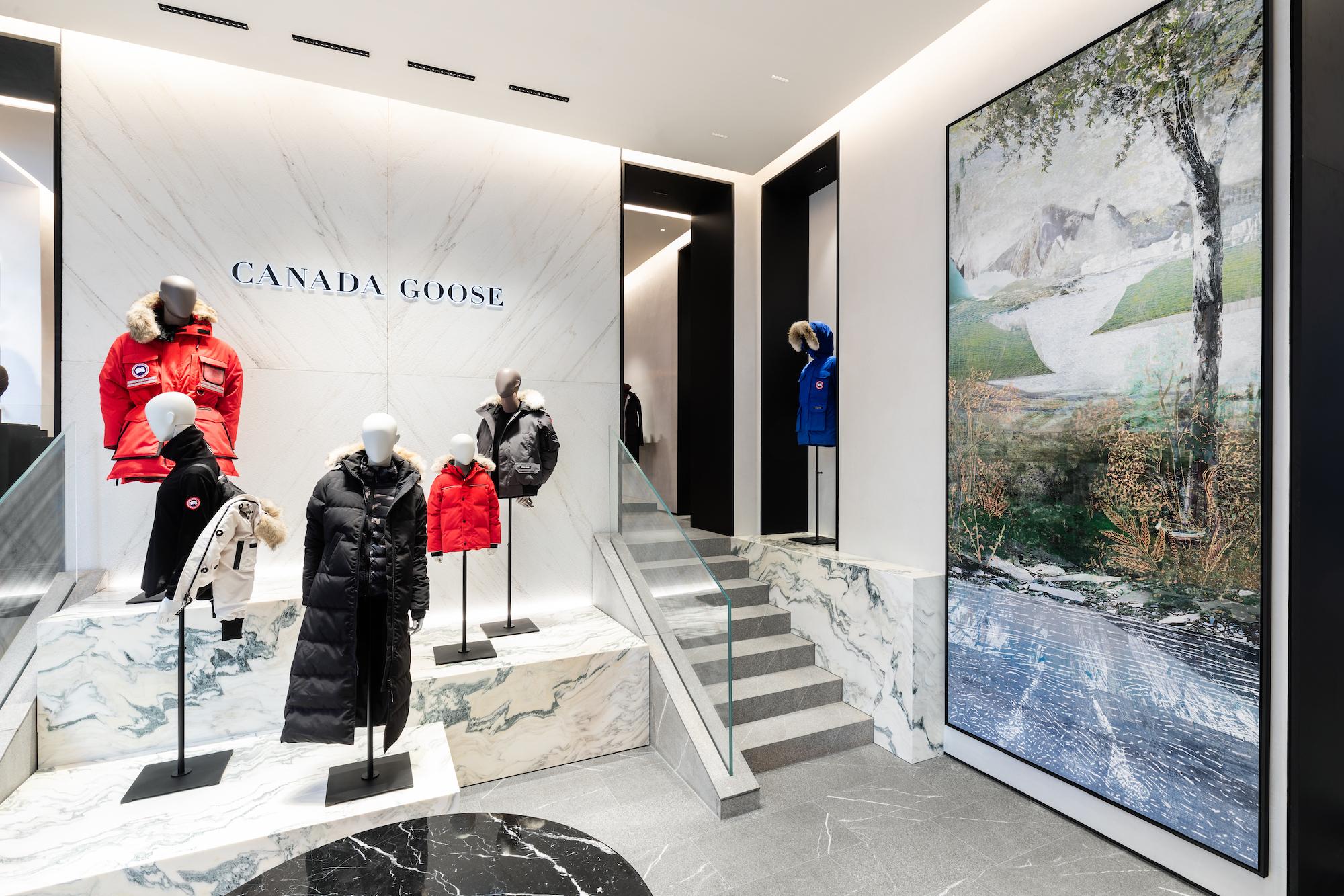Lo store di Canada Goose in via Della Spiga a Milano