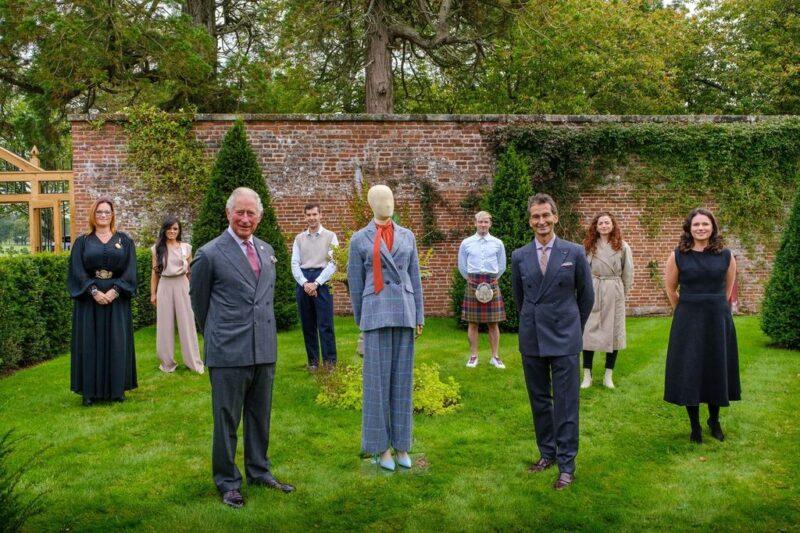 Il principe del Galles e Federico Marchetti, ceo di Yoox, insieme a sei giovani artigiani
