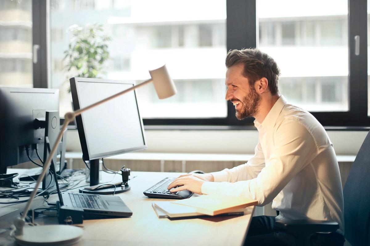 Opera offre lavoro da casa online