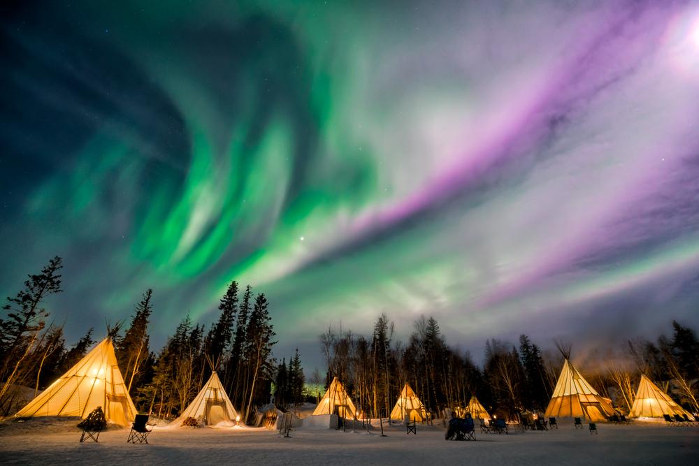 Viaggi: aurora boreale sopra Yellowknife, Territori del Nord-Ovest Canada