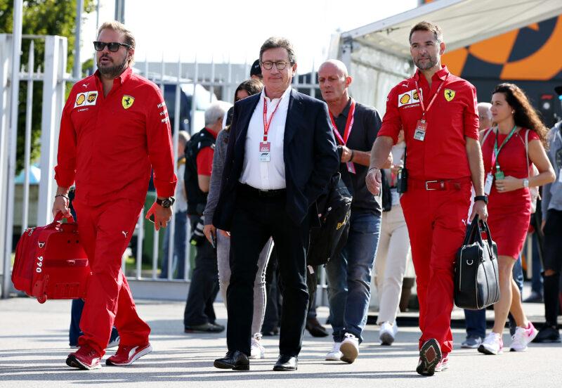 Al centro il ceo di Ferrari Louis Camilleri