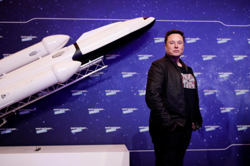 Elon Musk è ora la seconda persona più ricca del mondo dopo Jeff Bezos.