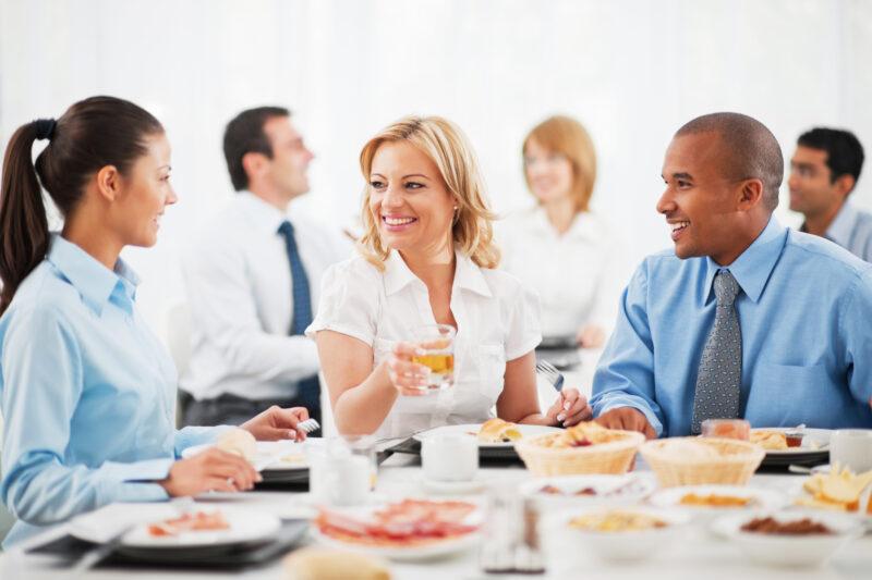 Dieta sana in ufficio: 3 consigli per una pausa pranzo che dà energia