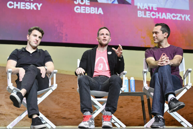 Airbnb fissa il prezzo dell'Ipo: ecco il patrimonio dei tre fondatori in foto Brian Chesky, Joe Gebbia e Nate Blecharczyk