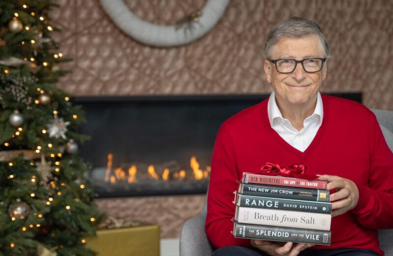 Bill Gates consiglia 5 libri da leggere durante le feste di Natale