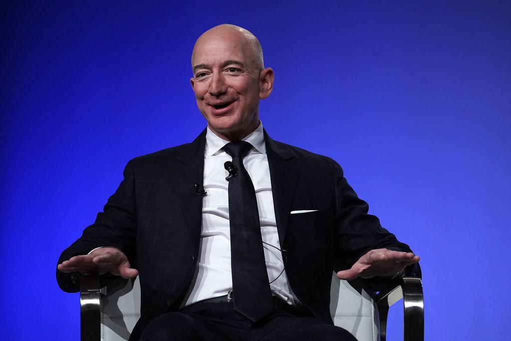 amazon apre un nuovo centri in italia entro il 2021 (in foto JEff Bezos)